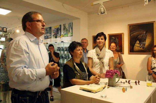 Frank Koebsch bei der Begrüßung der Gäste in der Ausstellung Faszination Galopper (c) Karina Sturm (3)