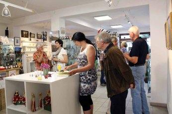 Gäste in der Ausstellung Faszination Galopper (c) Karina Sturm (5)