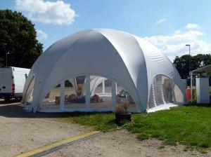 CREATIVE STRUCTURES – das Zelt für unsere Ausstellung Faszination Galopper der Firma Kentzler GmbH auf der Galopprennbahn Bad Doberan (c) Frank Koebsch