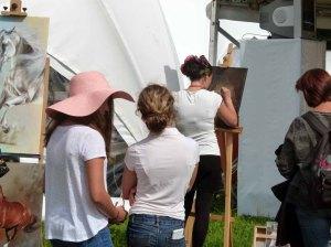 Karina Sturm malt beim Ostsee Meeting 2014 (c) Frank Koebsch (2)