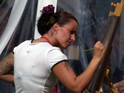 Karina Sturm malt beim Ostsee Meeting 2014 (c) Frank Koebsch (4)