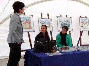 Wiebke Haas, Karina Sturm und Cindy Höppner in unserer Ausstellung Faszination Galopper auf dem Ostsee Meeting 2014 (c) Frank Koebsch