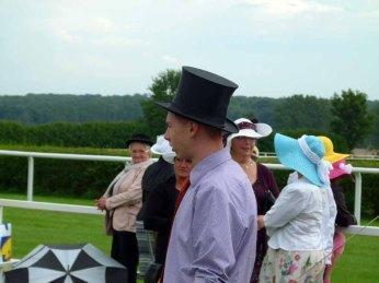 Auch Männer tragen Hut auf den Ladies Day des Ostsee Meetings 2014 (c) Frank Koebsch (3)