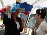 Cindy Höppner - Galerie Severina - im Gespräch auf des Ladies Day des Ostsee Meetings 2014 (c) Frank Koebsch