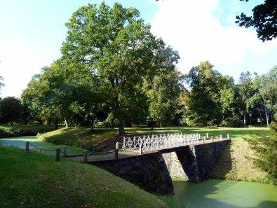 Brücke im Schloßpark Griebenow (c) FRank Koebsch (1)