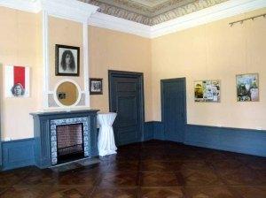 Einblick in die Ausstellungsräume im Schloss Griebenow (c) FRank Koebsch (2)