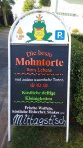 Eine Legende die Mohntorte des Cafes Froschkönig in Middelhagen (c) Frank Koebsch