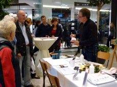 Frank Koebsch erklärt den Einsatz von Strulturpaste beim Aquarellieren - Stand im KTC - regio polis (2)