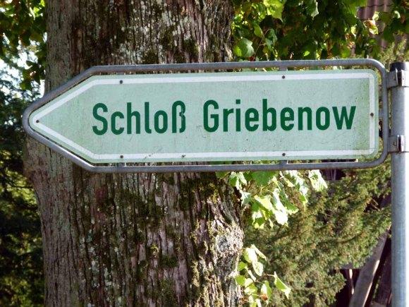 Wegweiser zum Schloss Griebenow (c) Frank Koebsch