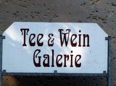 Wegweiser zur Ausstellung im Schloss Griebenau (c) Frank Koebsch