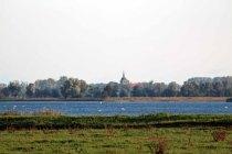 Blick über die Boddenwiesen Ummanz nach Gingst (c) FRank Koebsch
