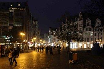 ein ganz normaler Abend in der Rostocker Innenstadt (c) FRank Koebsch