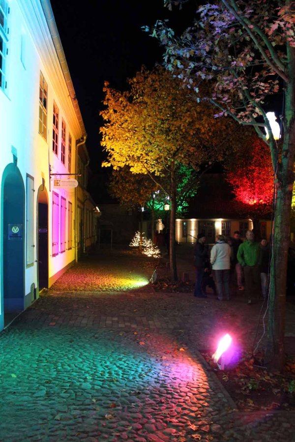 Illuminierter Klosterhof während der Rostocker Lichtwoche (c) Frank Koebsch