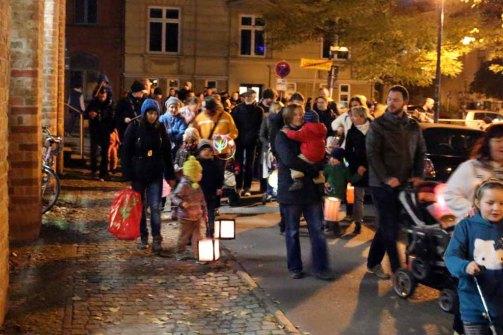 Laternenumzug während der Rostocker Lichtwoche(c) FRank Koebsch