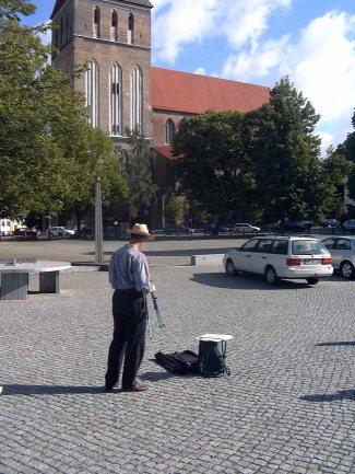 Malgruppe mit Max Struwe 2004 im Klostergarten (c) Frank Koebsch