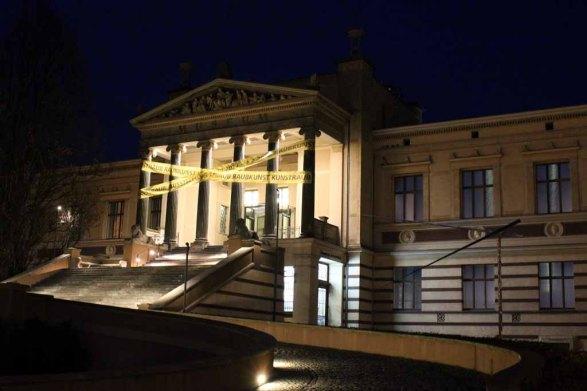 Beim Gehen ein Blick auf die Galerie Alte und Neue Meister in Schwerin (c) Frank Koebsch