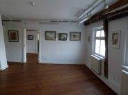 Blick in die Ausstellungsräume des Krummen Hauses in Bützow (c) Frank Koebsch