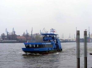 Die Hafenfähren bei den Landungsbrücken sind lohnende Motive (c) Frank Koebsch (1)
