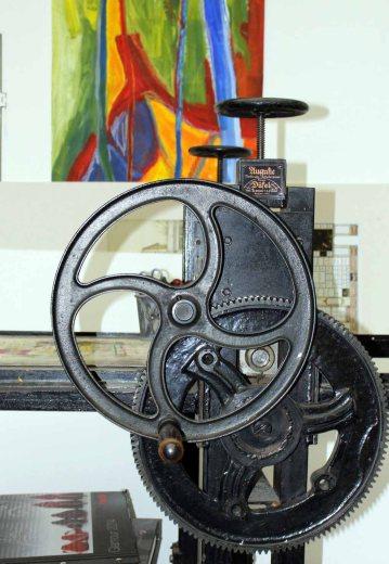 Farbspiel zwischen Mechanik und Malerei in der Kreativwerkstatt Alte und Neue Meister Schwerin (c) Frank Koebsch