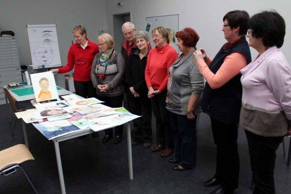 Stolze Teilnehmer am Portraitkurs in der Kreativwerkstatt Alte und Neue Meister Schwerin (c) Frank Koebsch
