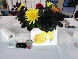 Vorbereitungen für den Aquarellkurs - Chrysanthemen mit Strukturpaste (c) FRank Koebsch (1)