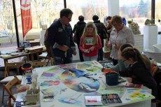 Im Gespräch zu der Malerei - Rostock Kreativ (1)