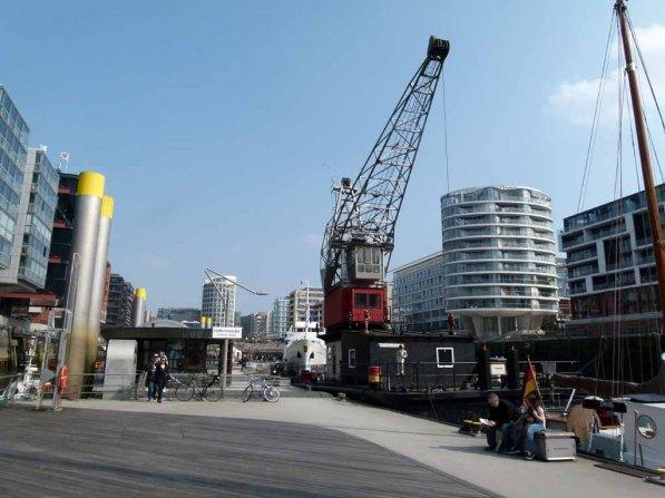 Malreise Hamburg - eine wunderbare Kombination alte Schiffe und moderne Architektur (c) Frank Koebsch
