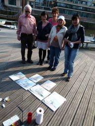 Malreise Hamburg - zu friedenen Malschüler am ersten Tag (c) Frank Koebsch