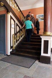 Erste Besucher der Ausstellung von Hanka u Frank Koebsch im Schloß Griebenow