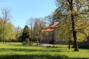 Schloss Griebenow im Frühling (c) Frank Koebsch