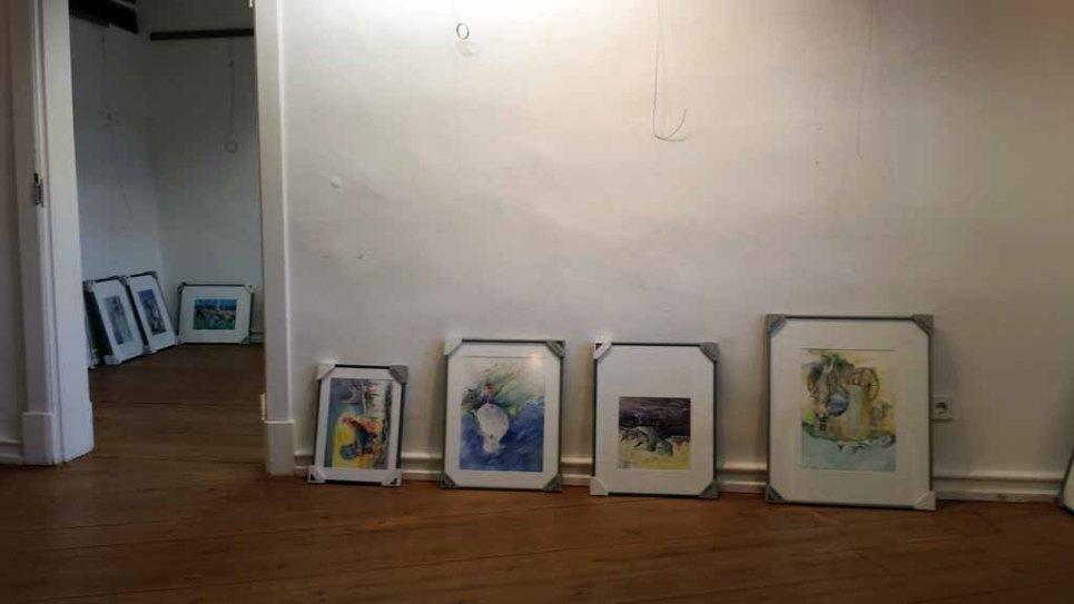 Schnappschuss vom Hängen der Ausstellung in Bützow (c) Frank Koebsch