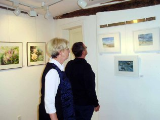 Besucher der Ausstellung von Hanka und Frank Koebsch in Bützow (c) Frank Koebsch