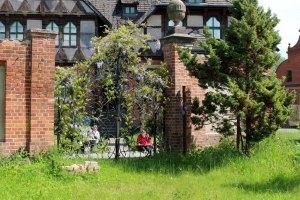 Das schmiedeeisener Tor zur Schlossgärtnerei Wiligrad ist ein wunderbares Motiv (c) Frank Koebsch (1)