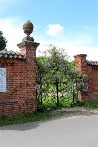 Das schmiedeeisener Tor zur Schlossgärtnerei Wiligrad ist ein wunderbares Motiv (c) Frank Koebsch (2)