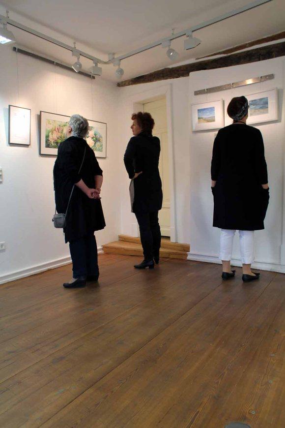 Interessierte Besucher in unserer Ausstellung im Krummen Haus Bützow (c) Frank Koebsch (1)