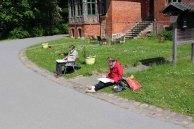 Malen des Schmiedeeisenen Tores zur Schlossgärtnerei Wiligrad (c) Frank Koebsch