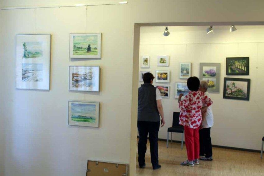 Hängen der Ausstellung Faszination Aquarelle (c) Frank Koebsch (10)