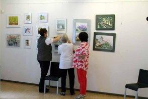 Hängen der Ausstellung Faszination Aquarelle (c) Frank Koebsch (3)