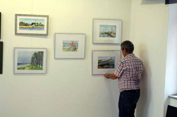 Hängen der Ausstellung Faszination Aquarelle (c) Frank Koebsch (5)