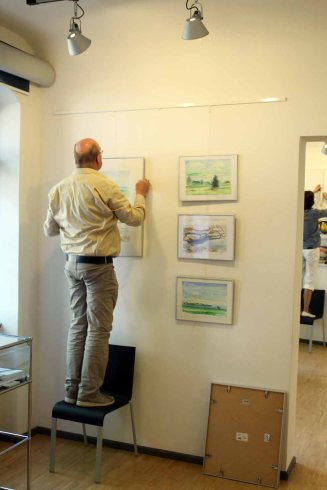 Hängen der Ausstellung Faszination Aquarelle (c) Frank Koebsch (7)