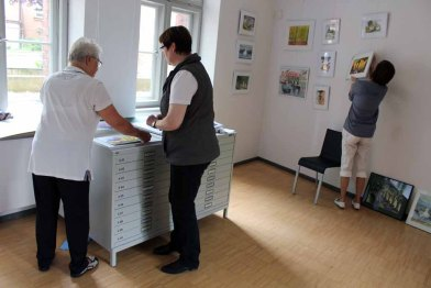 Hängen der Ausstellung Faszination Aquarelle (c) Frank Koebsch (8)