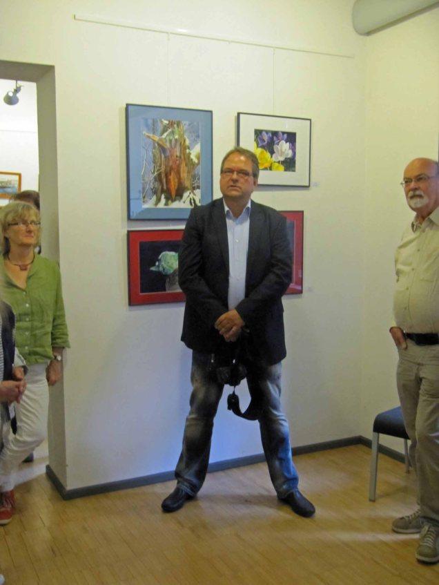 In der Ruhe liegt die Kraft - Frank Koebsch bei der Eröffnung der Ausstellung Faszination Aquarell 2015 (c) Steffi Fehlberg