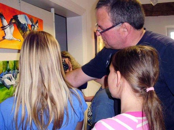 Kinder entdecken mit Frank Koebsch die Ausstellung (c) Sabine Prescher (1)