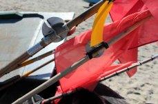 Rote Fänchen der Fischer im Wind (c) Frank Koebsch (1)