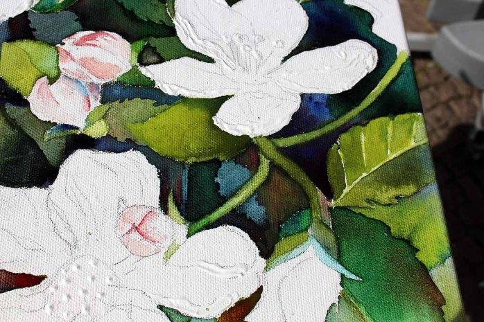 Details der Apfelblüten - Spiel mit Lasuren und Strukturpaste auf Leinwand (c) Frank Koebsch (2)