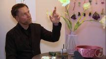 Herrmann August Weizenegger berichtet üder das Designmärchen - Die falsche Blume (c) DRESDENEINS.TV (2)