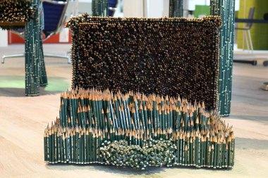 Details des Arbeitszimmers aus 60 000 Bleistiften von Faber Castell der Künstlerin Kerstin Schulz (c) Frank Koebch