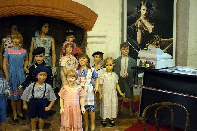 Bilck in die Ausstellung des Modemuseums im Schloss Meyenburg (c) Frank Koebsch (2)