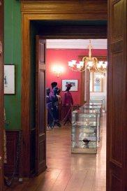 Bilck in die Ausstellung des Modemuseums im Schloss Meyenburg (c) Frank Koebsch