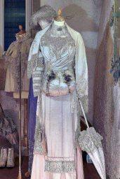Gesellschaftskleid um 1910 – Friedhelm Ott © Modemuseum Schloss Meyenburg